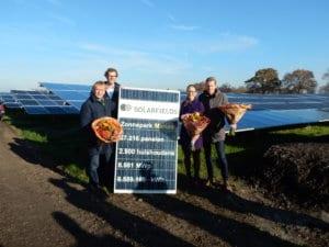 nieuws-solarfields-opent-met-betrokken-partijen-zonnepark-marum